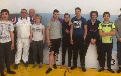 Les élèves de 4ème découvrent la lutte olympique
