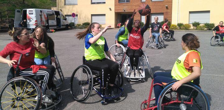 Sensibilisation au handicap au Lycée de Saint Sorlin